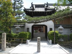 旧法住寺御陵正門